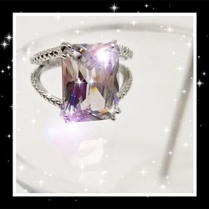 This is a 4.5 cttw high Quality CZ Ring w/2 bands